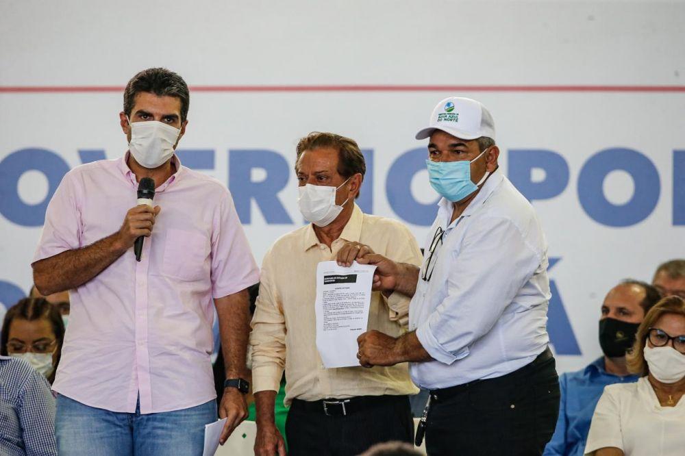 Governador Helder Barbalho e o prefeito Moacir Pires de Faria celebram a parceria em mais uma obra essencial para Xinguara